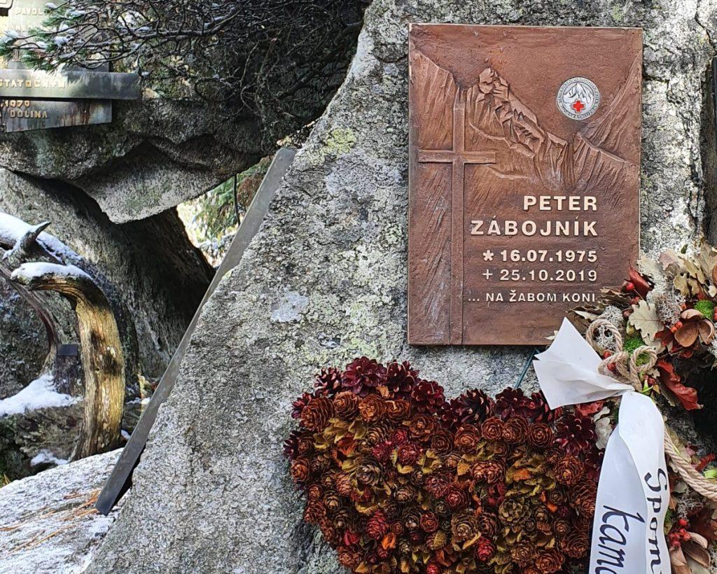 Tabuľa Petra Zábojníka - Symbolický cintorín