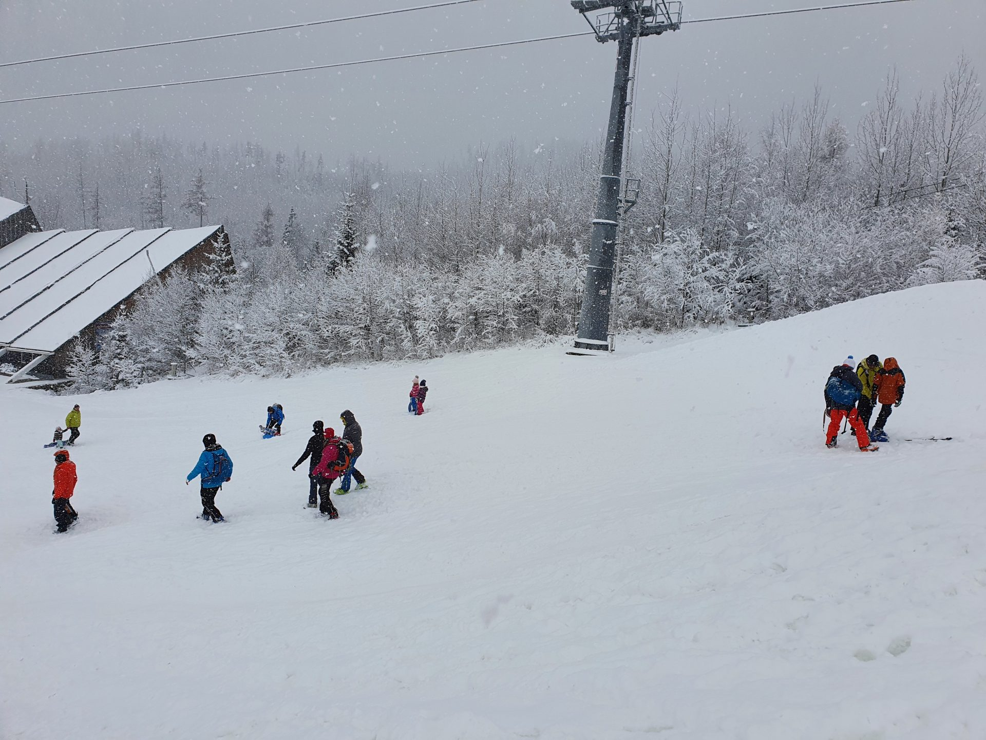 S prvým snehom prišli i prvé urazy zimnej sezóny